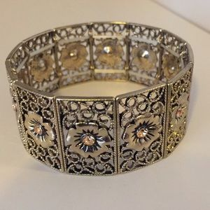 Jewelry - Vintage gold stretch band bracelet